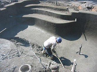 47. Отработка поверхности днища чаши бассейна